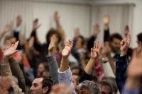 Votação em assembleia de mão no ar