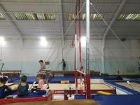 Pequenas atletas do Acro Clube a praticar no pavilhão